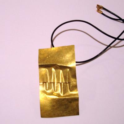 ciondolo-piegature-oro
